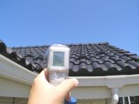 屋根面の温度 60℃ 暑!.JPG