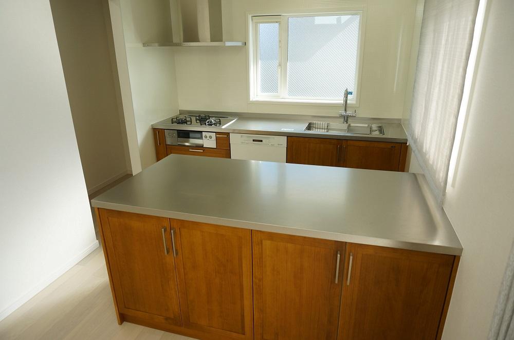ジューテックホーム 無垢の木のキッチン バイブレーションステンレス